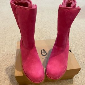 NWB UGG Treadlite water resistant pink boots 7.5